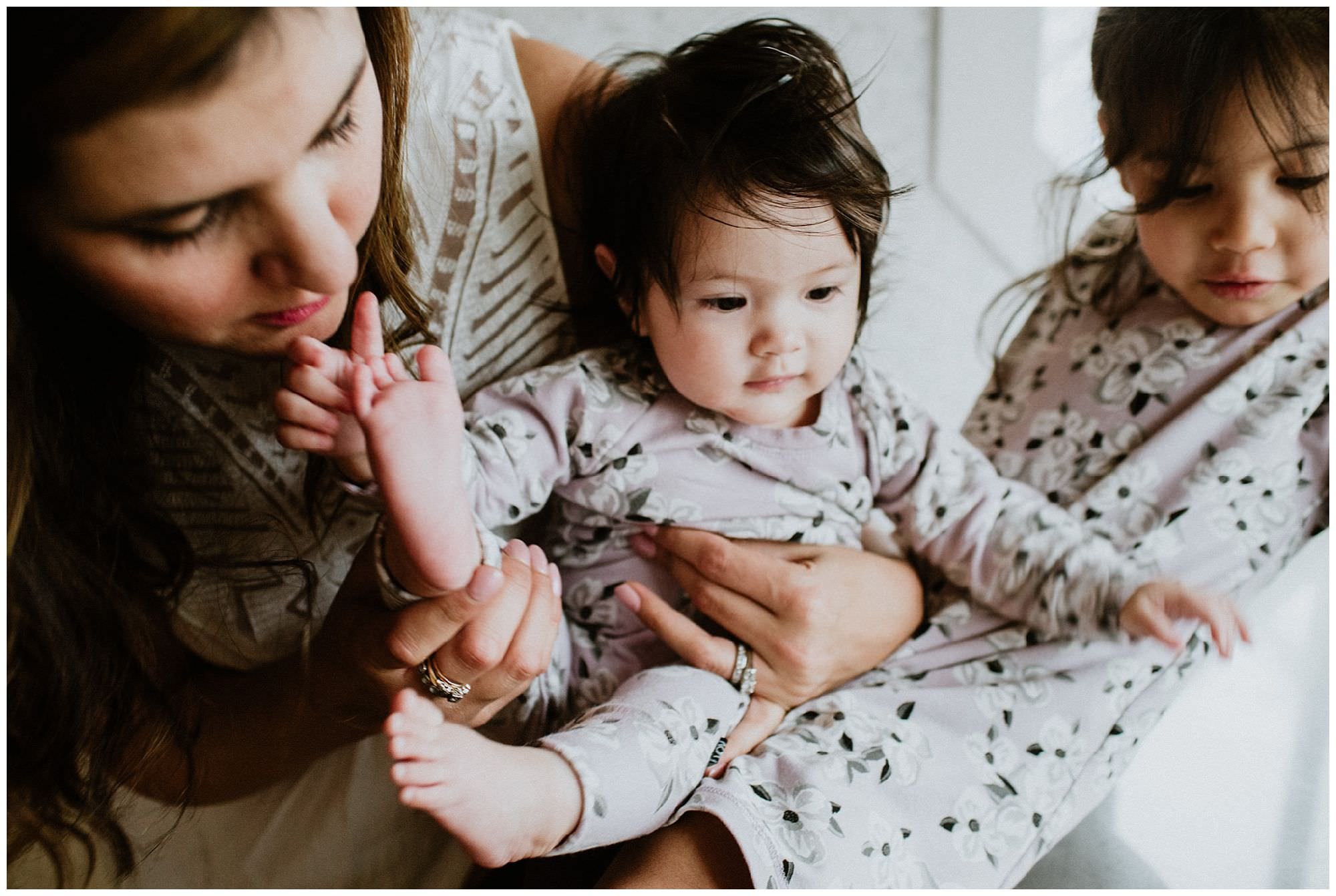 baby-girl-cuddling-sister-candid-lifestyle-family-session-Vancouver