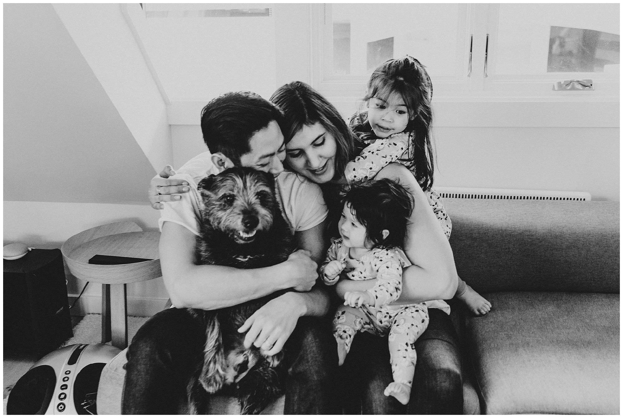 candid-family-photo-on-couch-with-dog-Vancouver
