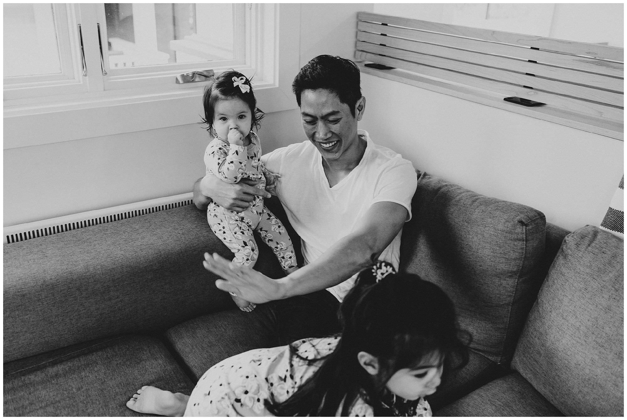candid-photo-of-dad-with-daughters-on-couch