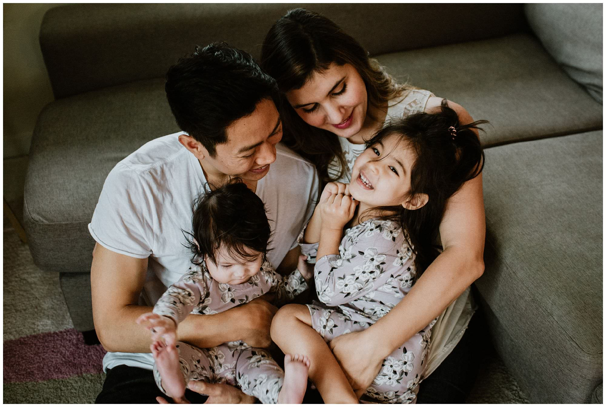 family-cuddling-on-couch-lifestlye-session-Vancouver