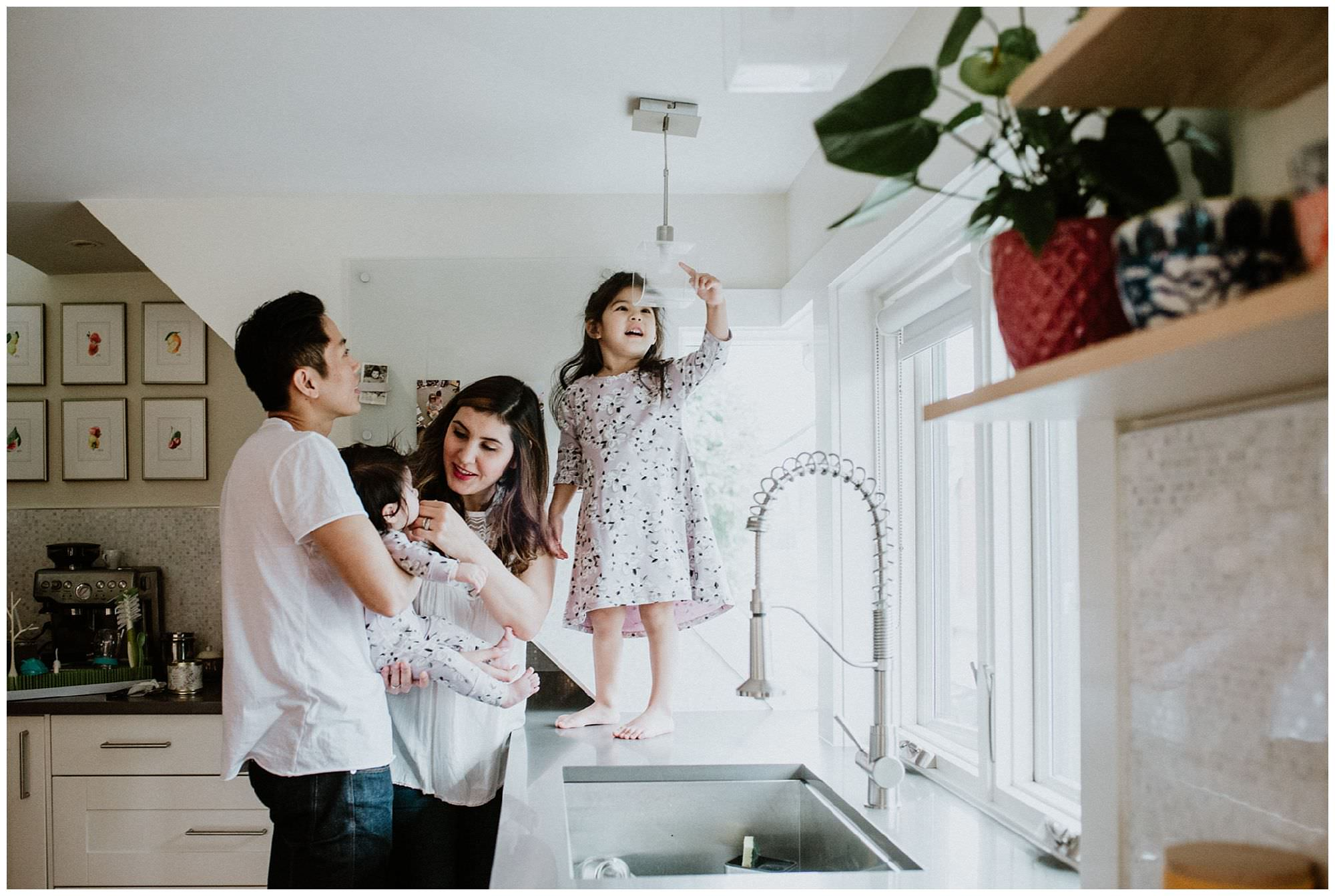 family-in-kitchen-lifestyle-session-Vancouver
