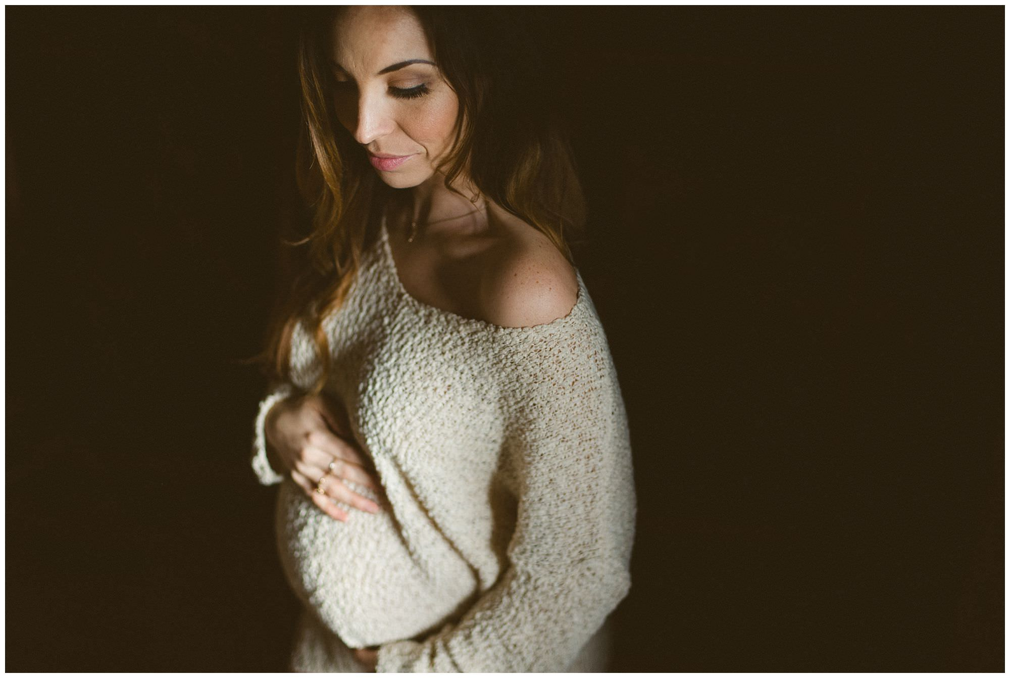 pregnant-woman-in-sweater-Vancouver