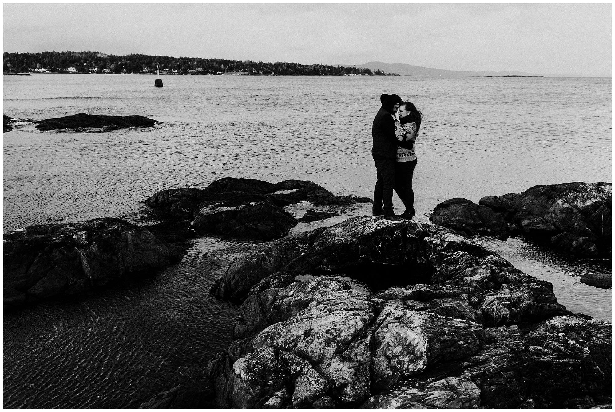 dramatic-black-and-white-sunset-engagement-photography-at-cattle-point-victoria-bc