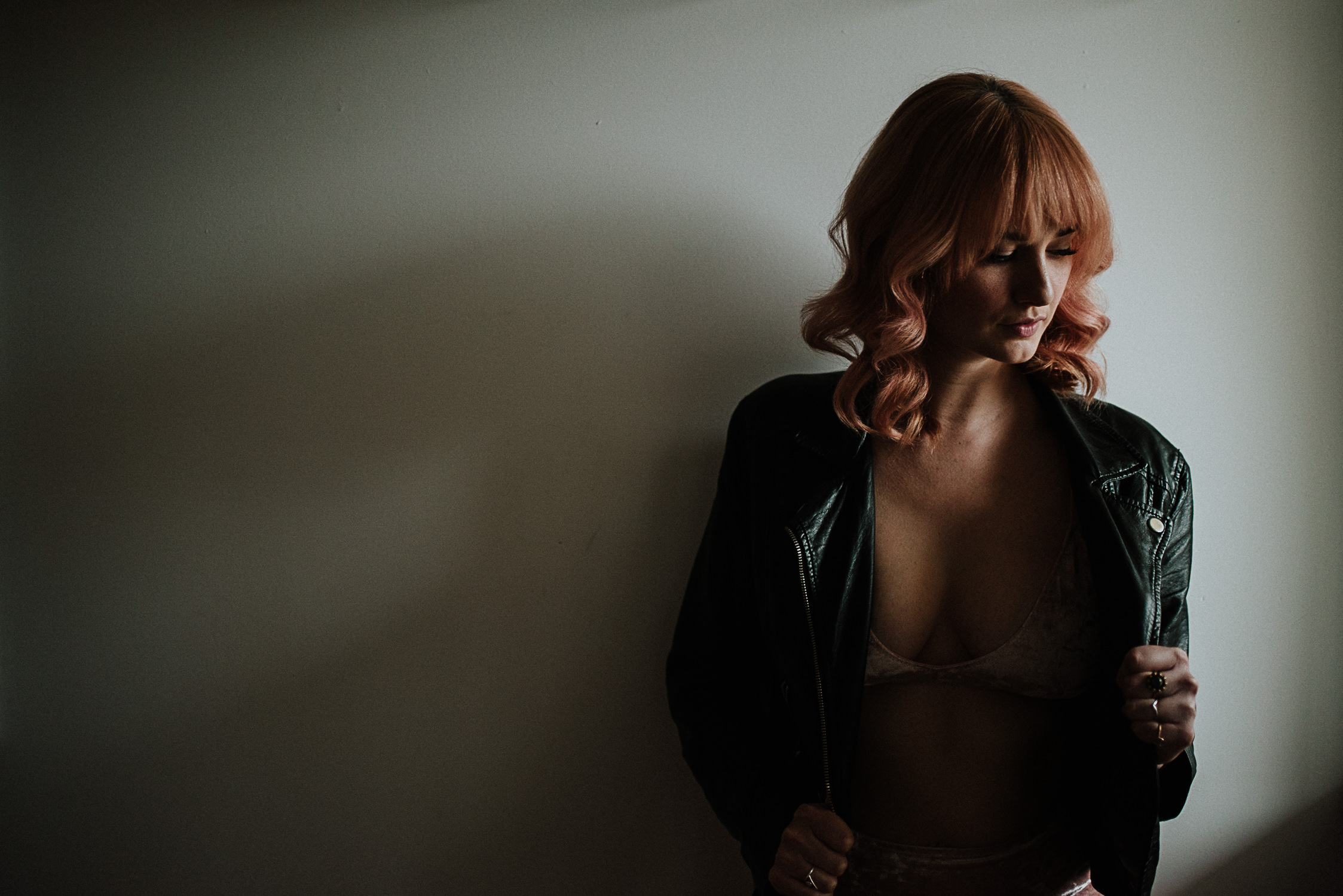 photo of woman with pink hair in dramatic lighting by Vancouver portrait photographer Ronnie Lee Hill