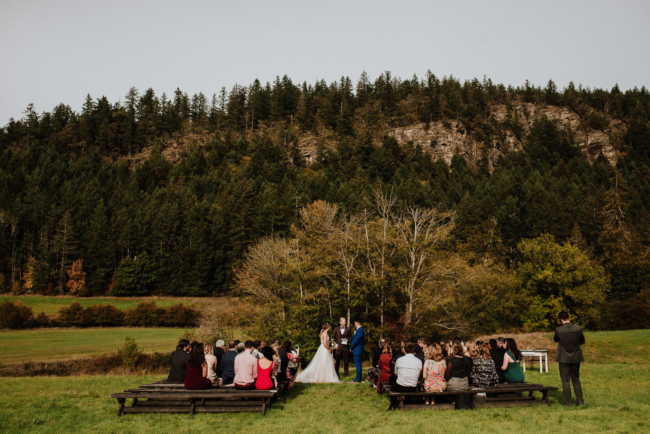 birds eye cove farm wedding, vancouver island wedding photographers